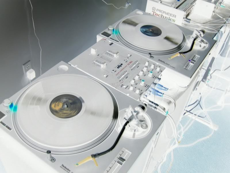 Technics 1200's Vinyl Serato Virtual DJ